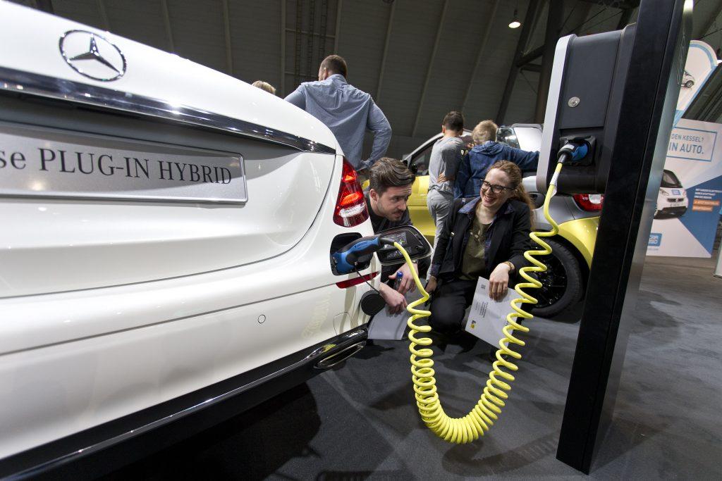 Auf der i-Mobility werden auch Elektroautos und Hybridfahrzeuge vorgestellt.